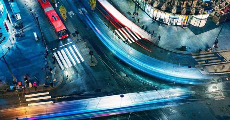 Et oversiktsbilde av trafikkerte gater