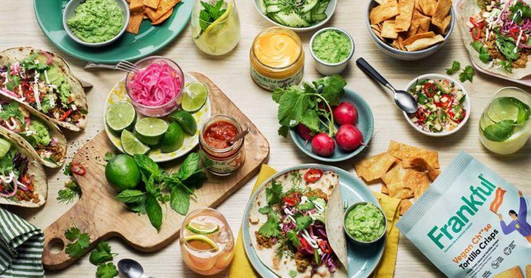 Et bord med masse mat