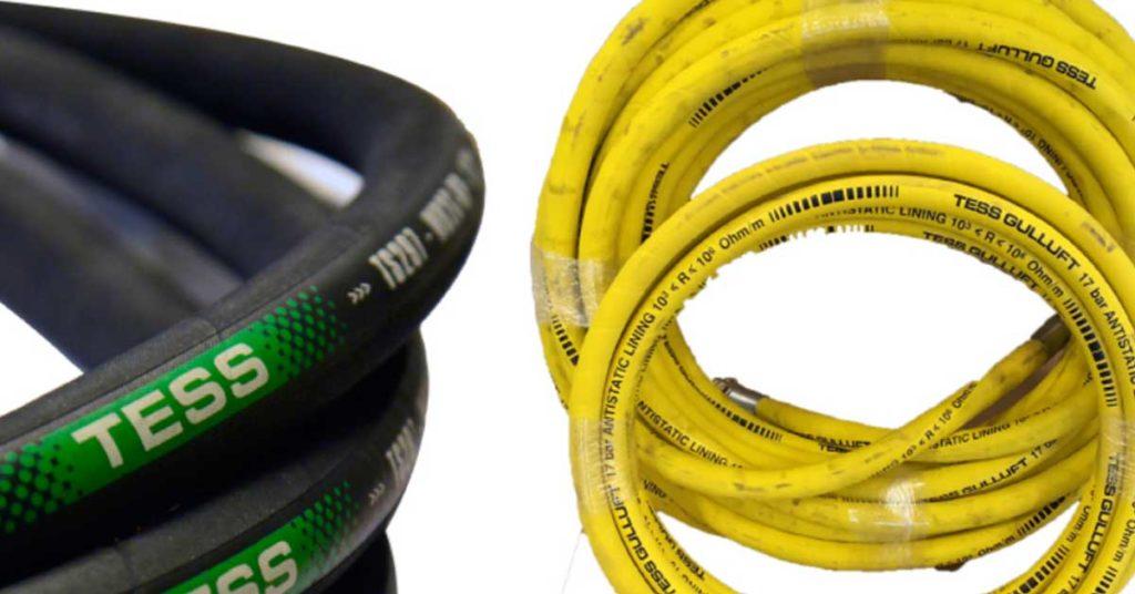 To buntede ledninger ved siden av hverandre